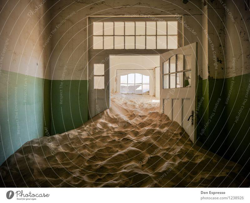 Bad Dream Expedition Sand Wüste Ruine Tür bedrohlich dunkel gruselig Einsamkeit Angst Entsetzen Todesangst Platzangst gefährlich Stress Verzweiflung Desaster