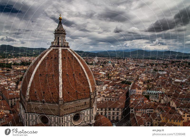 bewölkt Himmel Ferien & Urlaub & Reisen Stadt Haus Gebäude Religion & Glaube Tourismus Ausflug Kirche Italien Dach Turm historisch Bauwerk Wahrzeichen Unwetter