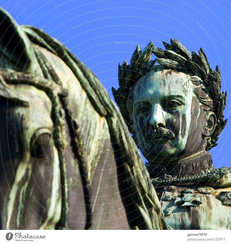 König Wilhelm II die 2. grün Kunst Macht Denkmal Reichtum Statue Wahrzeichen Stuttgart Bildausschnitt Anschnitt Kunsthandwerk herrschaftlich Patina Adel
