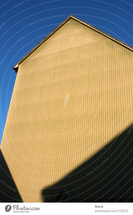 Verbundwerkstofffassade Stadt Haus Wand Gebäude Architektur Fassade trist Dach Etage Material graphisch Justizvollzugsanstalt Zweck Isolierung (Material) wellig