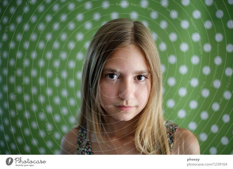 gepunktet 2 Mensch Mädchen Gesicht Auge feminin Stil Gesundheit Glück Haare & Frisuren Kopf träumen Zufriedenheit elegant Kraft einzigartig Optimismus