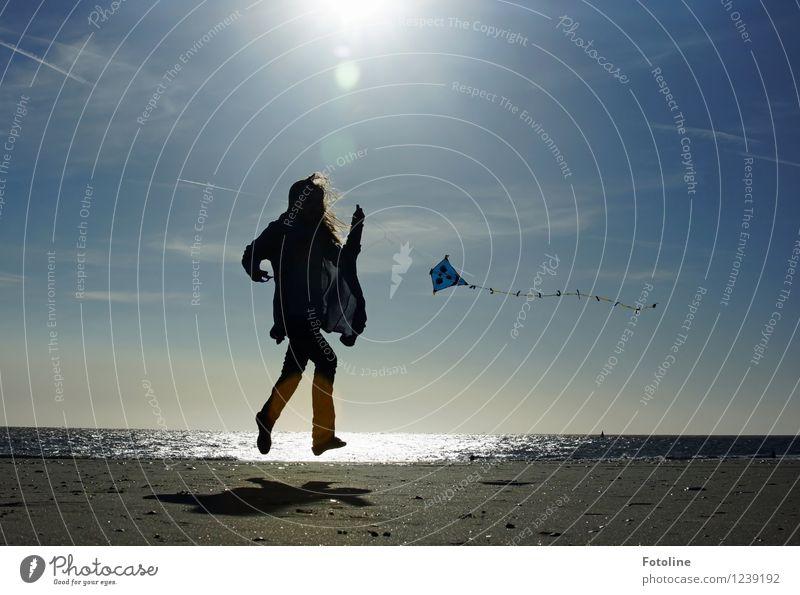 Freudensprünge Mensch feminin Mädchen Kindheit 1 Umwelt Natur Landschaft Urelemente Erde Sand Wasser Himmel Sonne Sonnenlicht Sommer Schönes Wetter Küste Strand