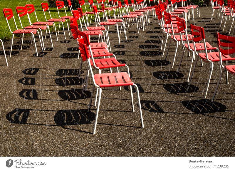 Angebot und Nachfrage Gras Park entdecken Erholung sitzen warten braun grün rot Stimmung Gastfreundschaft Enttäuschung Stuhl Sitzreihe Sitzgelegenheit
