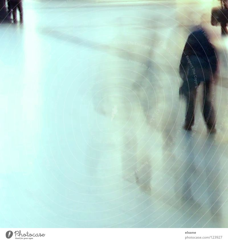 ::SLOW DOWN FOR A FAST TRIP:: Fußgänger gehen unterwegs Eile Geschwindigkeit Zeit glänzend Bodenbelag Sauberkeit rein Glätte grün gelb schwarz Mensch Frau Mann