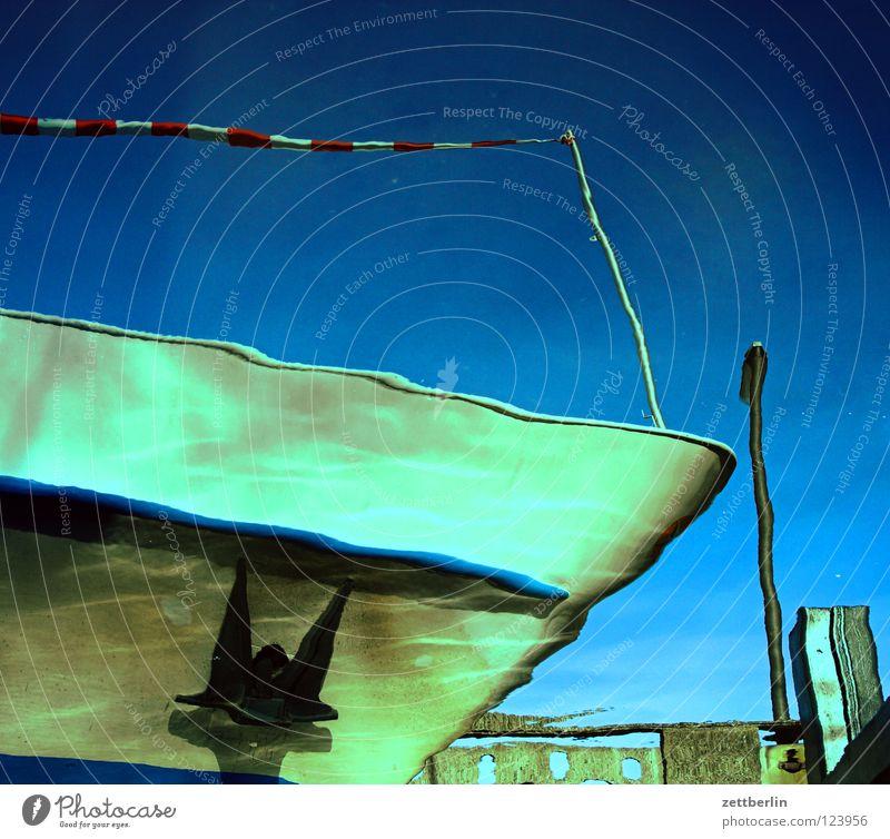 Schiff Wasserfahrzeug Schiffsbug Anker Wellen tauchen Reflexion & Spiegelung Marine Ferien & Urlaub & Reisen Anlegestelle Schifffahrt bord Bordwand titanik