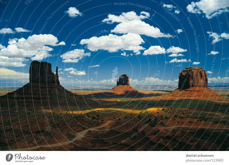 Zigarettenpause mit John Wayne Schlucht Amerika Western Wilder Westen Arizona Utah Wolken Horizont Hintergrundbild Fernweh Ferien & Urlaub & Reisen Stimmung