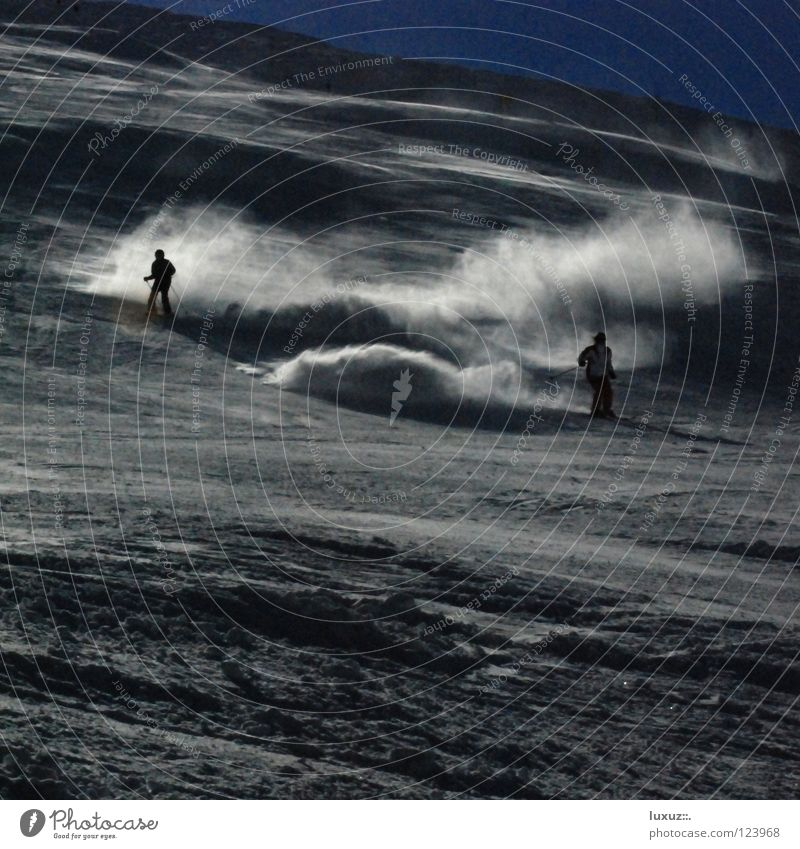 Und wenn der Schnee staubt Skifahren Winter Staub dunkel Pulver Pulverschnee Kunstschnee Tourismus Umweltverschmutzung global Klimawandel nachhaltig Zerstörung