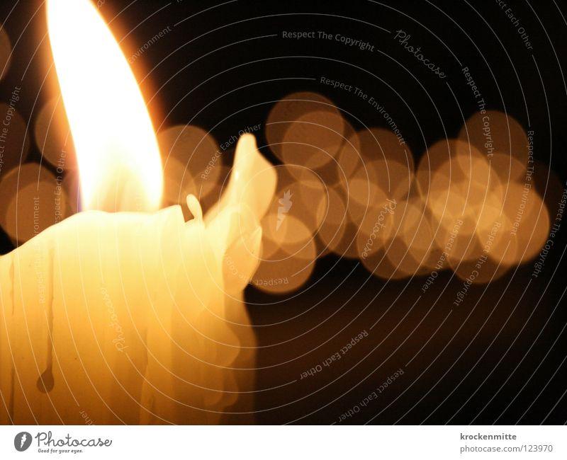 Lichterschein Weihnachten & Advent schwarz gelb Wärme hell Beleuchtung Feste & Feiern Kerze Romantik Physik Vergänglichkeit brennen Flamme Wachs Kerzendocht