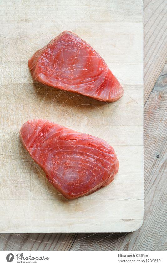 Roher Thunfisch Fisch frisch Gesundheit rot roh Schneidebrett Zutaten Gesunde Ernährung Holzbrett 2 Lebensmittel Farbfoto Studioaufnahme Vogelperspektive