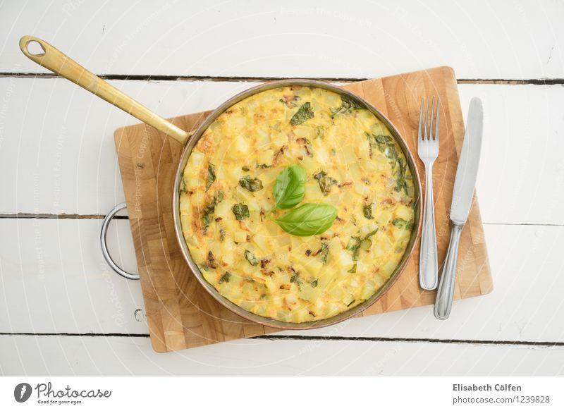Tortilla grün gelb Kochen & Garen & Backen Ei Mahlzeit Abendessen Vegetarische Ernährung Mittagessen Schneidebrett Käse Gabel Kartoffeln Zwiebel Pfanne
