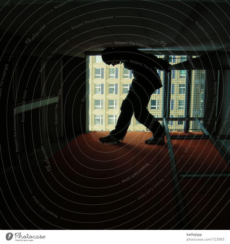 the wolrld is not enough Mann Silhouette Dieb Krimineller Rampe Laderampe Fußgänger Schacht Tunnel Untergrund Ausbruch Flucht umfallen Fenster Parkhaus Licht