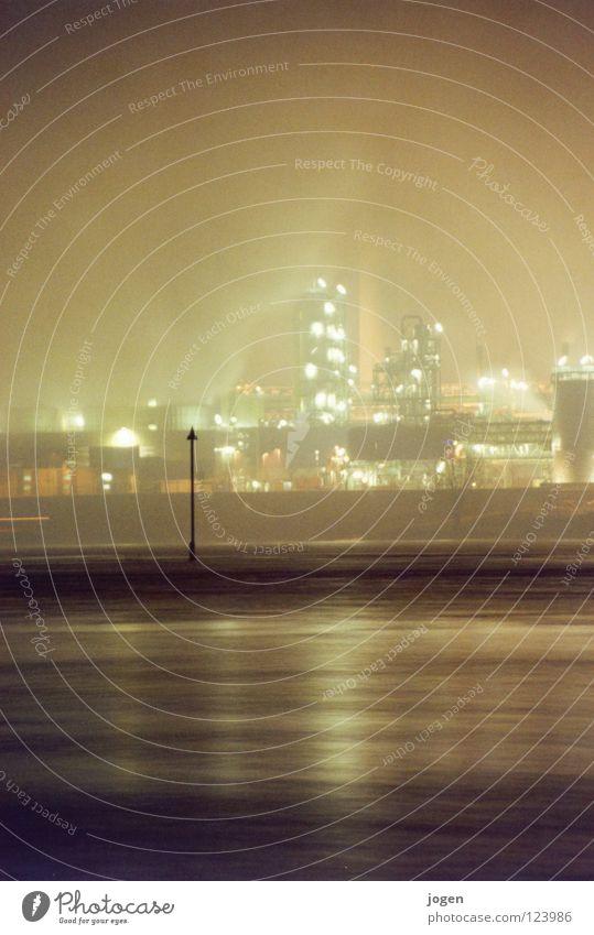 Wenn es dunkel wird am Rhein II dunkel schwarz Küste grau Wasserfahrzeug Nebel Elektrizität Industrie Fluss erleuchten Rauch Stahl Schornstein Scheinwerfer Zunge Topf