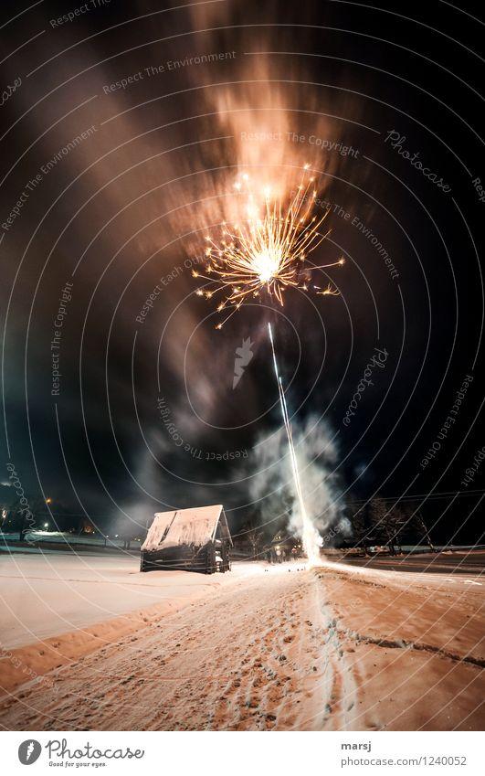 Das muss gefeiert werden!!! Feste & Feiern Silvester u. Neujahr Feuerwerk dunkel Fröhlichkeit Freude aufsteigen verraucht Rauch Farbfoto Gedeckte Farben