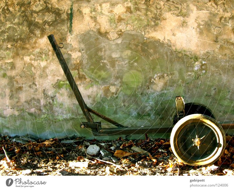 vergessen Gestell Kanu Wasserfahrzeug Gummi Eisen antik Mauer Verfall verrotten Blatt Gezeiten Sonnenuntergang Abendsonne Abenddämmerung Wintersonne verfallen