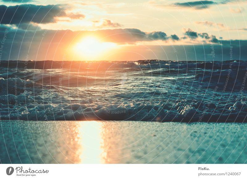 Sommerabend Ferien & Urlaub & Reisen Tourismus Ferne Sommerurlaub Sonne Strand Meer Wellen Umwelt Natur Urelemente Sand Wasser Himmel Wolken Sonnenaufgang
