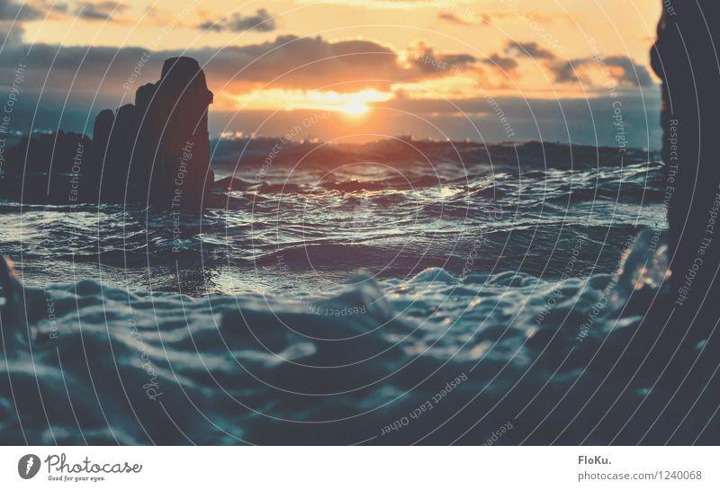 Wenn die Sonne das Meer küsst Himmel Natur Ferien & Urlaub & Reisen blau Sommer Wasser Wolken Ferne Strand Umwelt Gefühle Küste Freiheit Stimmung
