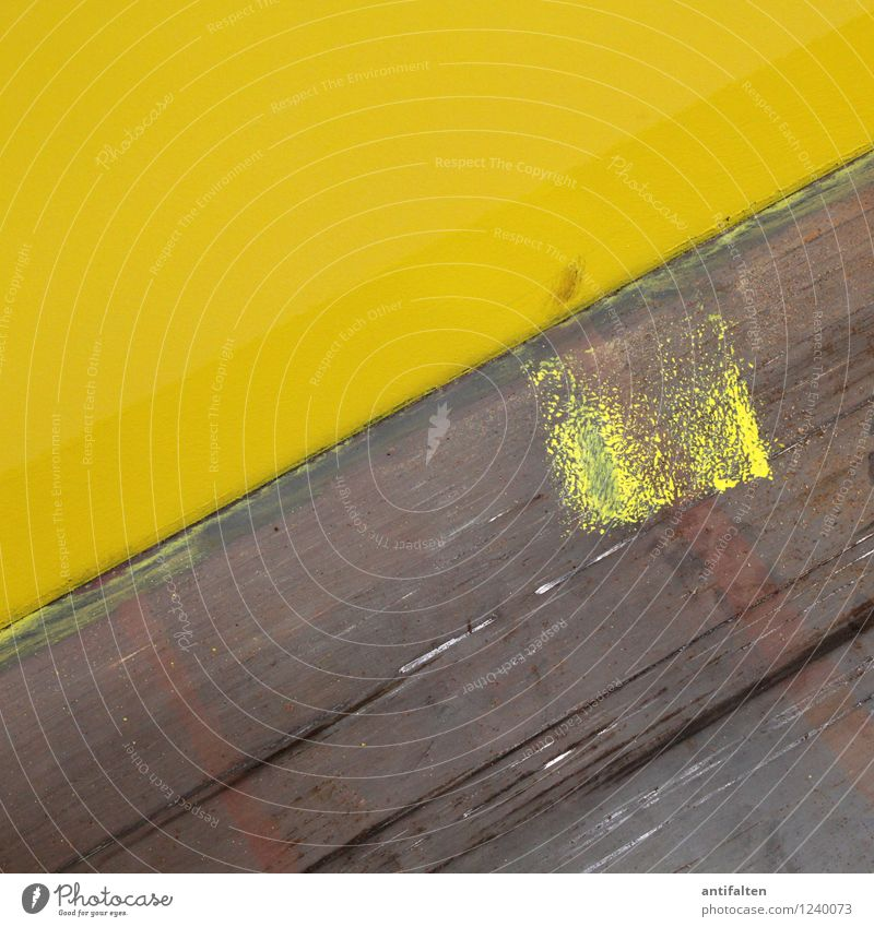 Missgeschick Arbeit & Erwerbstätigkeit Fabrik Industrie Mauer Wand dreckig glänzend braun gelb grau Farbstoff Farbfleck Farbenspiel streichen Bodenbelag
