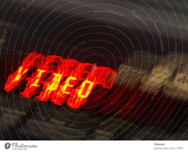 video rot schwarz gelb dunkel Filmindustrie Schriftzeichen Fernsehen Ziffern & Zahlen Buchstaben berühren Anzeige Video Musikkassette Gerät Entertainment