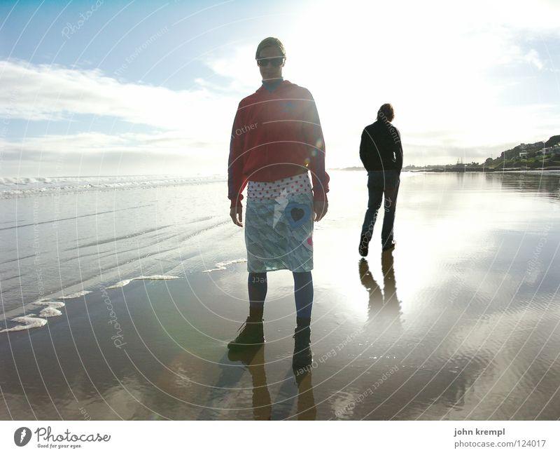 Am Strand Ferne Sonne Meer Wellen Wasser Horizont Küste laufen Neuseeland Spaziergang ninty mile beach Morgen Licht Gegenlicht