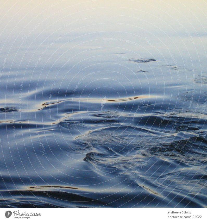 blau-weich Wasser schön Stimmung Wellen frisch Fluss Physik Klarheit sanft Bach Abenddämmerung friedlich Brise