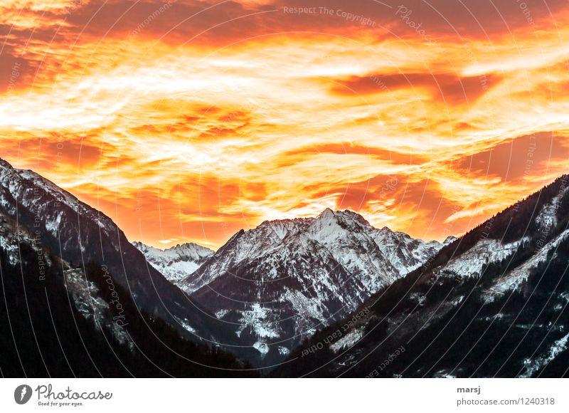 Der Himmel brennt! rot Wolken Berge u. Gebirge Wärme Frühling Herbst natürlich träumen Wetter Angst leuchten Klima Schönes Wetter Gipfel Todesangst