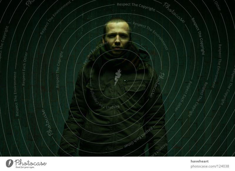 Warsaw Cold /  Warshauer Frost /  Warszawski Chlód Mensch Mann Winter kalt dunkel obskur London Underground frigide