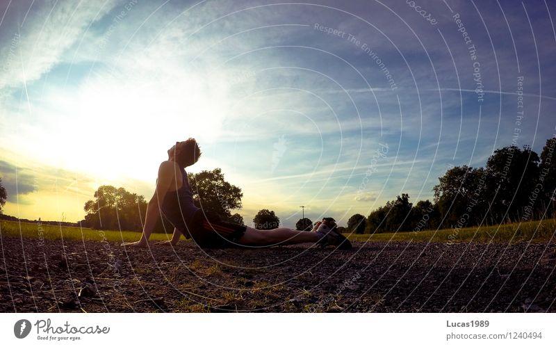 Männer-Yoga II Mensch Natur Jugendliche Mann Sommer Erholung Junger Mann ruhig 18-30 Jahre Erwachsene Umwelt Leben Wiese Sport Sand Park