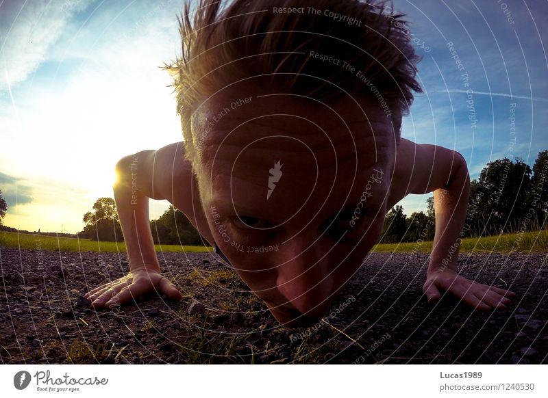 Outdoor Fitness Mensch Himmel Natur Jugendliche Mann Sommer Sonne Junger Mann 18-30 Jahre Erwachsene Wiese Sport Sand maskulin Feld Erde