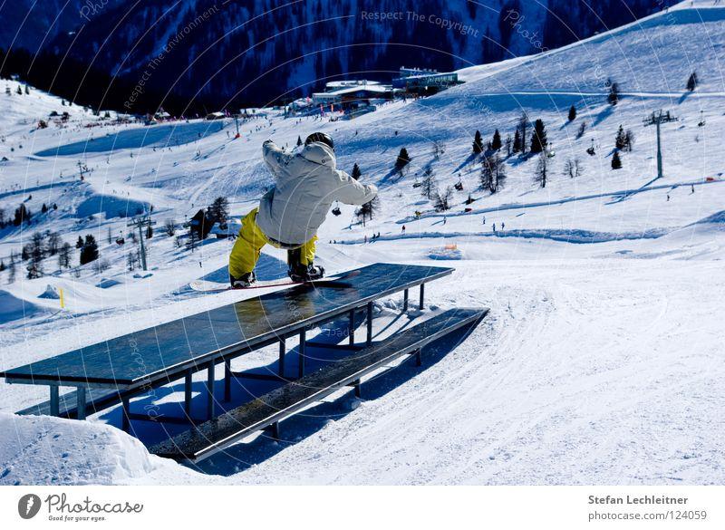 Tableslide Fiss Ladis Österreich Winter Show Freestyle Snowboard Freizeit & Hobby Winterurlaub Außenaufnahme Risiko gewagt Bundesland Tirol Panorama (Aussicht)