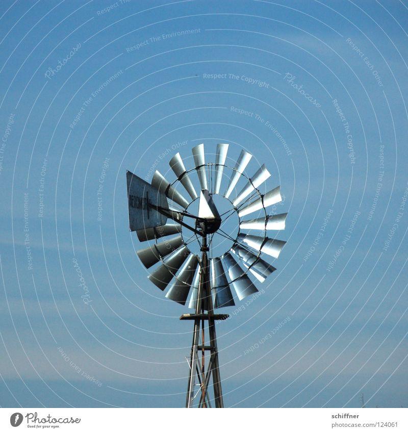 Radl im Wind Windmühle Erneuerbare Energie Elektrizität ökologisch Umwelt Umweltschutz umweltfreundlich Schonen elektrisch Elektrisches Gerät Himmel