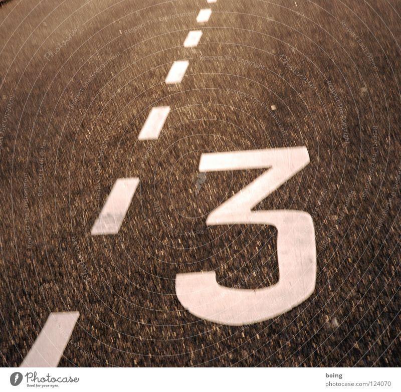 Dreikörperproblem im Sommerdreieck Dreirad Dreieck Fahrbahnmarkierung Dreiklang Ziffern & Zahlen Straßennamenschild Verkehrswege Dreitagebart