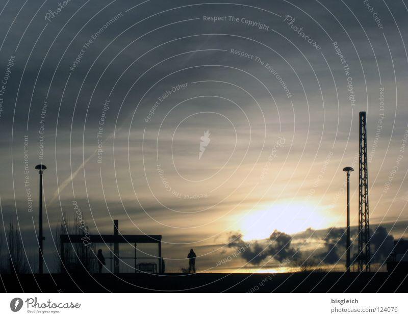 Ostkreuz (Berlin) II Farbfoto Gedeckte Farben Außenaufnahme Textfreiraum oben Abend Licht Schatten Silhouette Gegenlicht Sonne Himmel Wolken Deutschland Europa