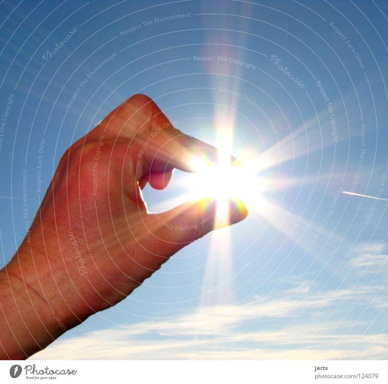 Licht Hand Himmel Sonne Sommer Wolken hell Kraft Umwelt Finger Kraft Nahaufnahme Energiewirtschaft Elektrizität Wandel & Veränderung Klima Licht