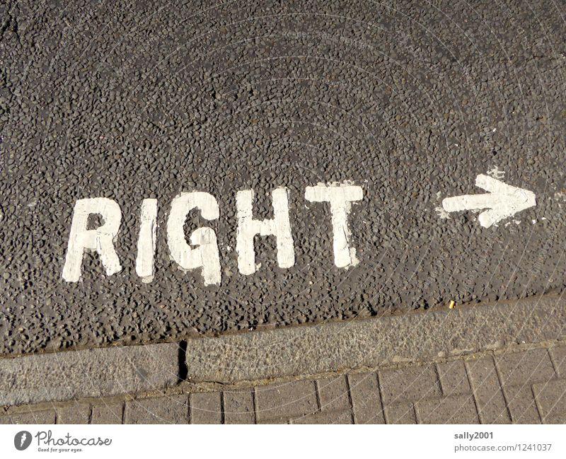 Rechtsruck... Großbritannien Verkehrswege Fußgänger Straße Fahrbahnmarkierung Schriftzeichen Schilder & Markierungen Hinweisschild Warnschild beobachten fahren
