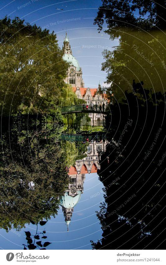 Immer Sommer steht alles auf dem Kopf Ferien & Urlaub & Reisen Tourismus Ausflug Umwelt Natur Landschaft Schönes Wetter Seeufer Rathaus Gebäude Architektur