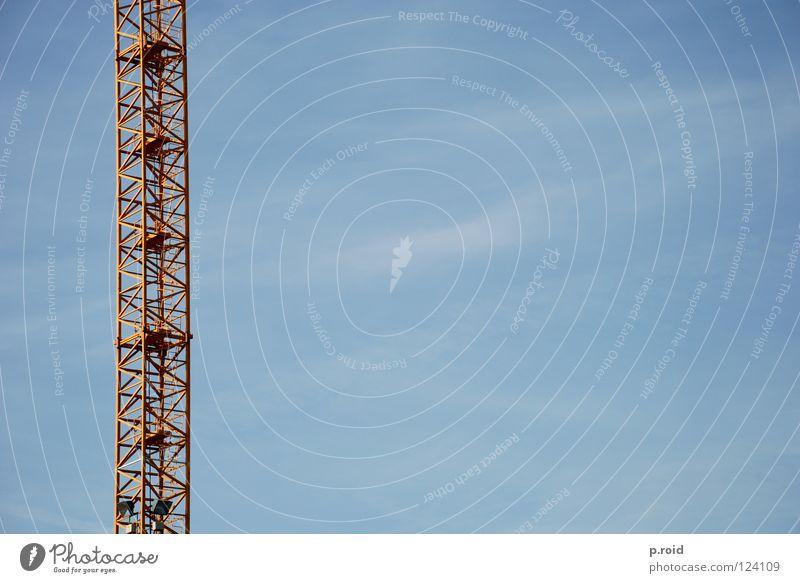 1:5 Top Sommer weiß Kran gelb Himmel Wolken parallel geschnitten Gitter errichten graphisch Industrie Klarheit blau roof Fernsehen Skyline Silhouette Decke