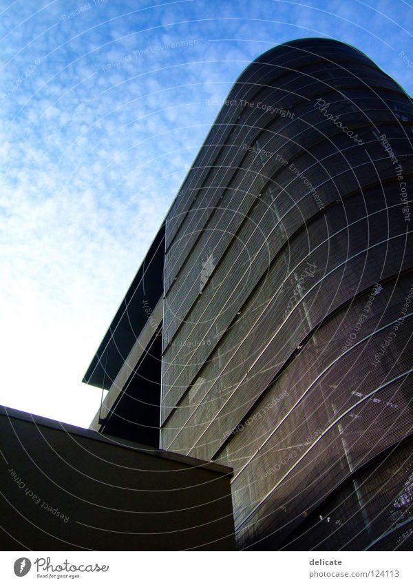 Himmel über Berlin blau Wolken Mauer Denkmal Wahrzeichen Fahrstuhl Aussichtsturm
