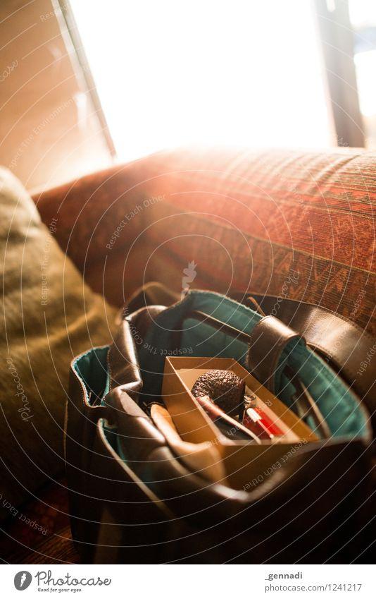 Männer-Handtasche Pfeife Tabak Leder gemütlich Wärme Lebensfreude Schachtel Sofa Rauchen Tabakwaren rot ruhig Erholung maskulin Innenaufnahme Textfreiraum oben