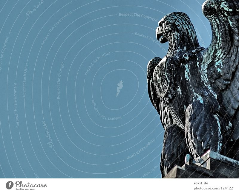 Geierwalli dick Wachsamkeit Rüdesheim Germania Rheingau Statue Trompete Krieg Blasmusik laut Blech Bronze Büste Skulptur Denkmal Kriegsgott Pokal Trophäe Horn