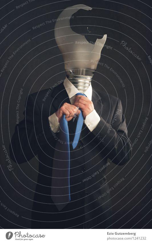 Kopfloser Geschäftsmann mit durchgebrannter Glühbirne Mensch Mann blau Hand Erwachsene Traurigkeit Gefühle grau Denken Gesundheitswesen Business maskulin