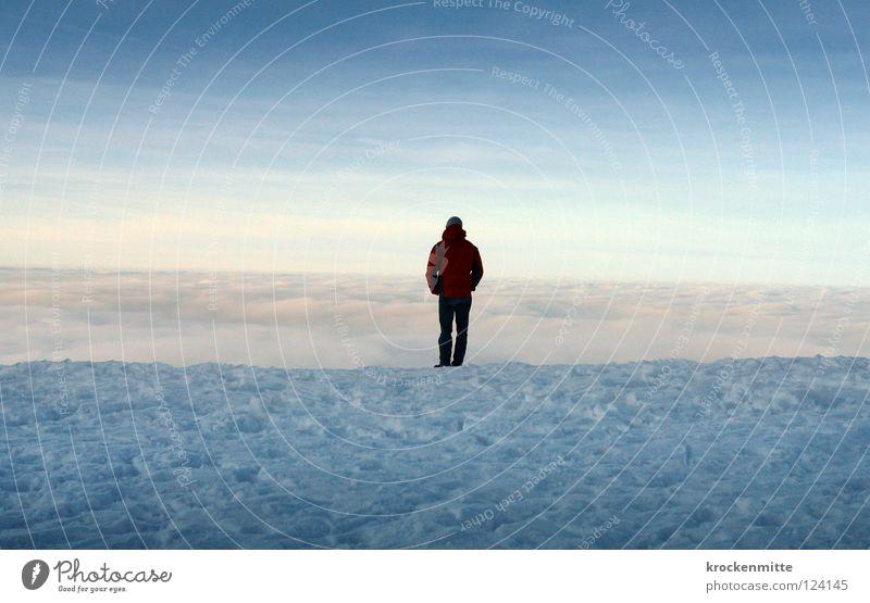 Ihre rechtzeitige private Altersvorsorge Mann Himmel blau Winter ruhig Wolken Einsamkeit kalt Schnee Berge u. Gebirge Denken Nebel Horizont Sicherheit