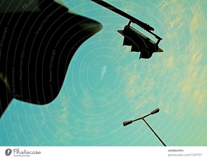 Ampel, Ampel, Lampe Himmel grün rot Wolken gelb Beleuchtung Dinge Laterne Erkenntnis Regel Straßennamenschild Verkehrszeichen Vorfahrt
