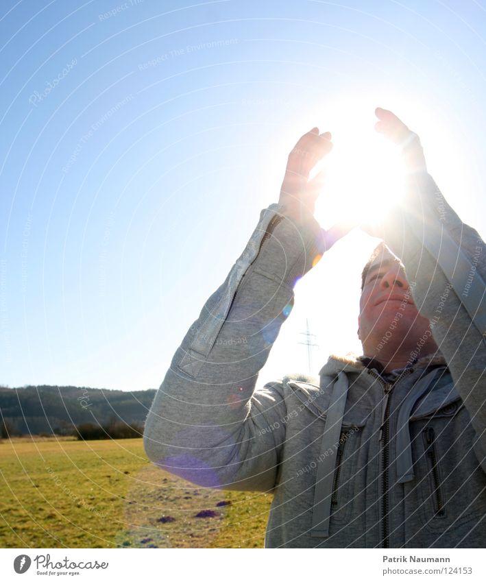 pack die Sonne aus pt.II Mann Natur Himmel grün blau kalt Wiese Gras hell Beleuchtung fangen Jacke Typ Pullover Mantel