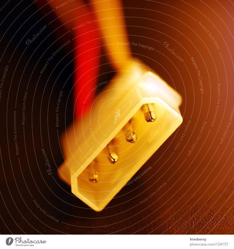 disconnected II Elektrisches Gerät Saft Server Draht Kraft DVD-ROM Verbindung Anschluss verbinden rot gelb Technik & Technologie Makroaufnahme Nahaufnahme Kabel