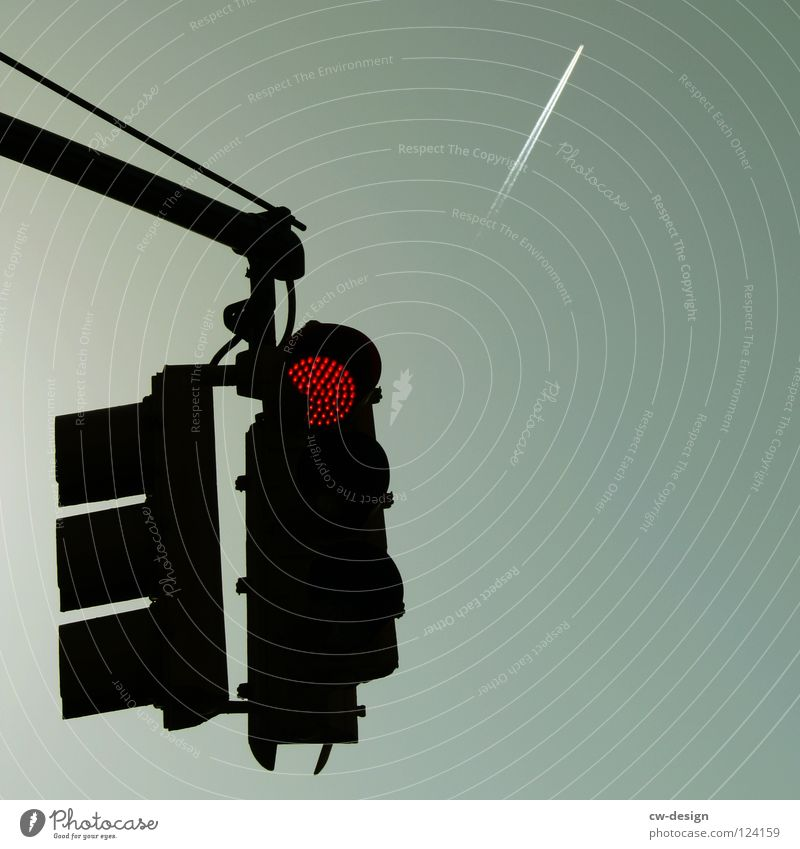RED TRAFFIC LIGHT II Himmel blau grün weiß rot Einsamkeit schwarz gelb dunkel Straße Gefühle grau klein Traurigkeit hell Kunst