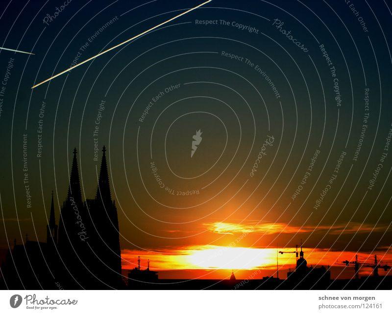 fassadensicht Köln Sonnenuntergang gelb Flugzeug Stadt Winter hell dunkel Panorama (Aussicht) Kran Gotteshäuser Wahrzeichen Denkmal Dom Himmel Schatten Blick