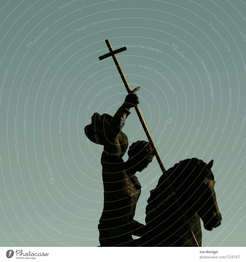 K R E U Z R I T T E R II Mensch Himmel Mann Natur blau schön Baum Winter Wolken schwarz dunkel Herbst Bewegung grau Religion & Glaube Garten