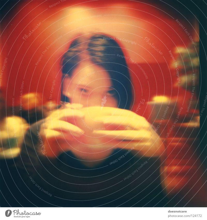 A Cup o' Tea. trinken Kakao Kaffee Tee Tasse Erholung Gastronomie Frau Erwachsene genießen Cappuccino Café Diana+ Lomografie Vignettierung Unschärfe