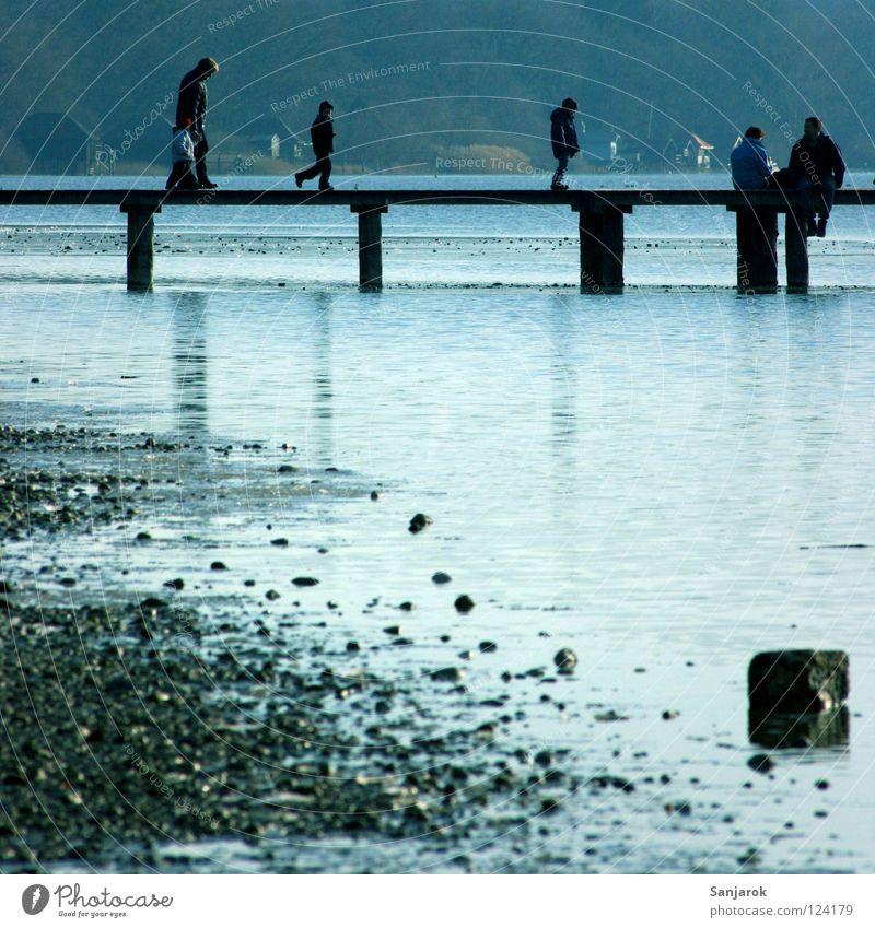 Brückensteg am Meersee Kind Sommer Wasser Wolken Freude Winter Küste Spielen Familie & Verwandtschaft Freiheit See Stein Freundschaft Horizont Freizeit & Hobby Elektrizität