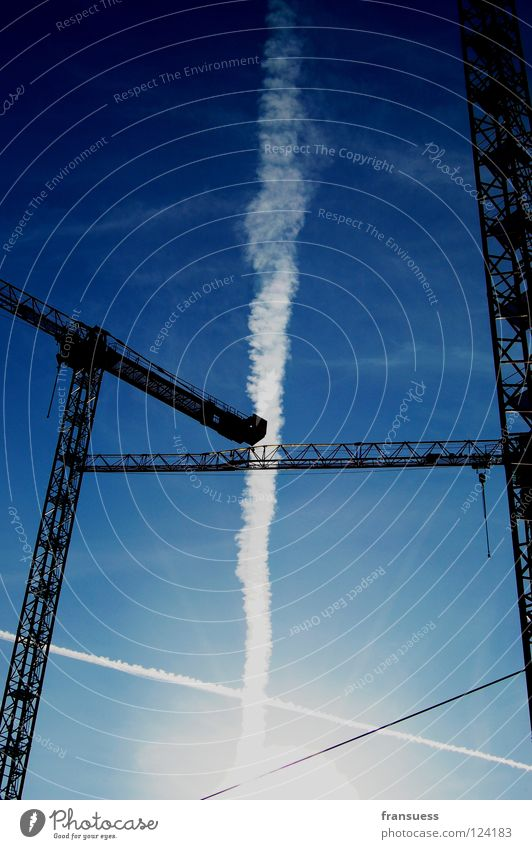 schnittmengen Himmel weiß blau Linie Baustelle Streifen bauen Geometrie Kran Haarschnitt kreuzen Kondensstreifen Achse